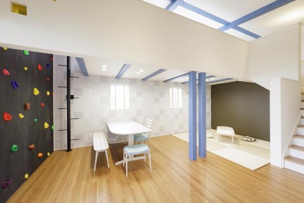 打ち合わせスペースを兼ねた子供室
